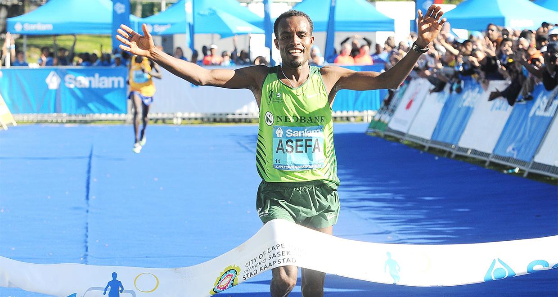 Asefa Negewo (Ethiopia), winner of the Sanlam Cape Town Marathon 2016 42.2km event